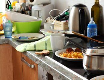 7 HACKS FOR KITCHEN CLEANUP