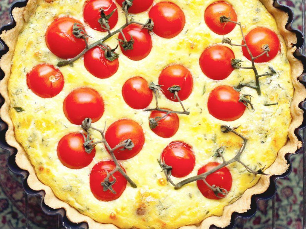 Close-cropped image of a garlic & tomato quiche